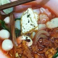 Photo taken at เย็นตาโฟ เชียงคำ5 by Prapoj M. on 12/29/2012