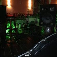Photo taken at Kingston Pub by Alvaro Thiago R. on 9/8/2013