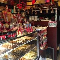 3/13/2013 tarihinde cagla a.ziyaretçi tarafından J'adore Chocolatier'de çekilen fotoğraf