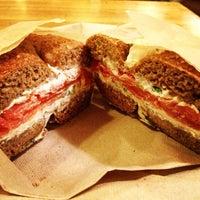 6/19/2013 tarihinde Teresa H.ziyaretçi tarafından Brooklyn Bagel & Coffee Co.'de çekilen fotoğraf