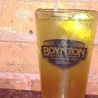 รูปภาพถ่ายที่ The Boynton Restaurant & Spirits โดย Jen R. เมื่อ 5/25/2013