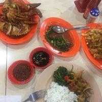 Photo taken at Seafood 212 Wiro Sableng by Sarah R. on 2/3/2017