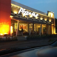 Photo taken at Pizza Hut by Michelle Karen N. on 5/3/2013