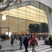 Photo taken at Apple Store by Ulrik ✈. on 11/6/2015