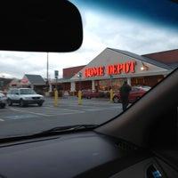 Foto tirada no(a) The Home Depot por M S. em 3/3/2013
