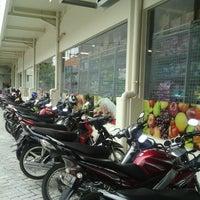 Photo taken at SUPERINDO Sriwijaya by bams b. on 1/15/2014