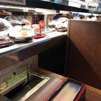 Foto tirada no(a) Kura Revolving Sushi Bar por Wendell em 7/24/2018