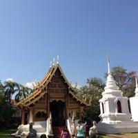 Foto tirada no(a) Wat Phra Singh Waramahavihan por ,7TOMA™®🇸🇬 S. em 12/15/2012