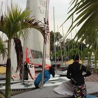 Das Foto wurde bei National Sailing Centre von ,7TOMA™®🇸🇬 S. am 10/13/2012 aufgenommen