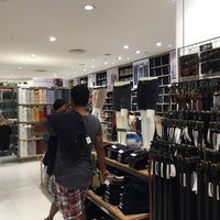 Photo taken at UNIQLO by ,7TOMA™®🇸🇬 S. on 12/11/2014