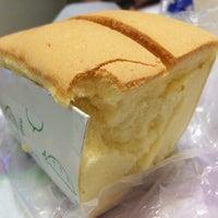 Photo taken at Ryoyu Bakery Studio 糧友パン工房 by Cherry M. on 8/7/2014