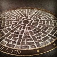 Foto tirada no(a) Boston Massacre Monument por Drew F. em 11/15/2012