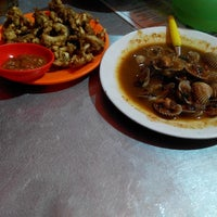 Photo taken at Seafood Central Rasa by arif a. on 4/25/2014