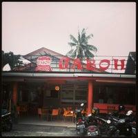 Photo taken at 2nd Venue Burger Gaboh Pekanbaru by yayat s. on 1/26/2014