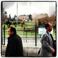 Foto tirada no(a) Burhaniye Mahallesi Metrobüs Durağı por Shahzady S. em 2/27/2013