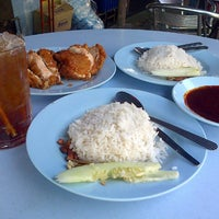Photo taken at Warung Nasi Lemak Wak Kentut by fairuz F. on 3/16/2013