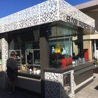 4/30/2017 tarihinde TaeSeo K.ziyaretçi tarafından Elixir Espresso Bar'de çekilen fotoğraf