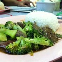 Photo taken at ร้านตามสั่งลุงสิงห์กับป้าศรี by Som D. on 10/4/2013