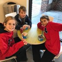 Photo taken at 32 Degrees: A Yogurt Bar by Aimee F. on 12/9/2016