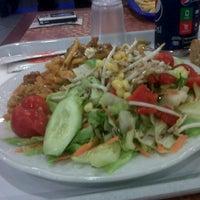 8/19/2013 tarihinde ifakat t.ziyaretçi tarafından Chef Salad'de çekilen fotoğraf