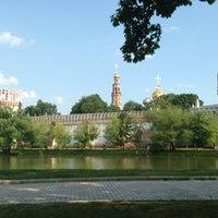Foto tirada no(a) Novodevichy Park por Диана em 6/29/2013