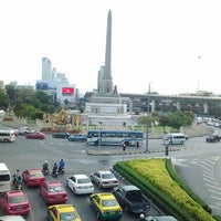 Photo taken at BTS Victory Monument (N3) by Dam T. on 5/27/2013
