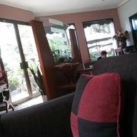Das Foto wurde bei Snap Cafe von Yuyun W. am 5/4/2014 aufgenommen