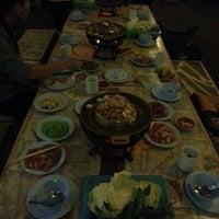 Photo taken at กินจัง ย่างเกาหลี by Thanpisit Y. on 11/13/2012