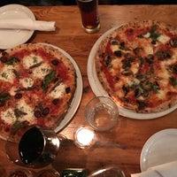 Foto tirada no(a) Pizzeria Defina por Kasia W. em 8/3/2018