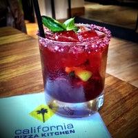 Foto tomada en California Pizza Kitchen por Paola N. el 9/24/2013