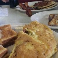 Das Foto wurde bei Bob's Diner von Jim B. am 7/4/2013 aufgenommen