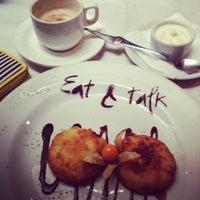รูปภาพถ่ายที่ Eat & Talk โดย Ирина Ж. เมื่อ 7/13/2013