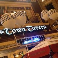 Das Foto wurde bei Town Tavern von Gracie A. am 10/6/2013 aufgenommen