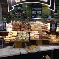 5/21/2013 tarihinde Yiannisziyaretçi tarafından Whole Foods Market'de çekilen fotoğraf