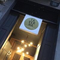 รูปภาพถ่ายที่ La Taverna Hofmann โดย Hector D. เมื่อ 5/17/2014
