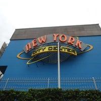 Foto tirada no(a) New York City Center por Keira A. em 4/21/2013