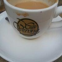 Foto tomada en Café Verona por Beatriz C. el 6/5/2013