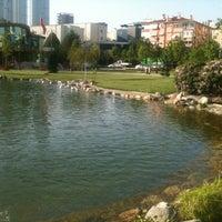 5/22/2013 tarihinde -_- SeRpiL1907ziyaretçi tarafından Göztepe 60. Yıl Parkı'de çekilen fotoğraf