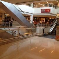 Foto tirada no(a) Madureira Shopping por Felipe V. em 5/10/2013