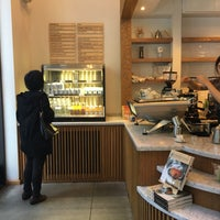 Photo prise au Blue Bottle Coffee par Victor P. le8/7/2016