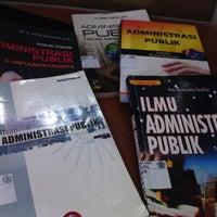 Photo taken at Fakultas Ilmu Sosial dan Ilmu Politik Universitas Mulawarman by Iqra P. on 3/4/2013