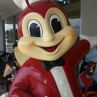 Photo taken at Jollibee by Cisco C. on 4/13/2013