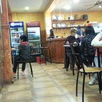Foto tomada en Cafe Real por Marko V. el 8/2/2013