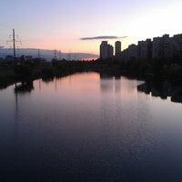 Снимок сделан в Троєщинський канал пользователем Елена К. 5/27/2013