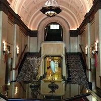 Photo taken at Fairmont Peace Hotel by Takao H. on 12/4/2012