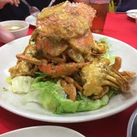 Photo taken at 食为先海鮮飯店 by Jacky F. on 7/12/2015