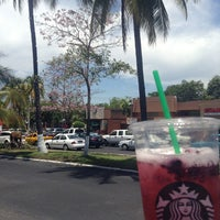 Photo taken at Starbucks by Nutriólogo Jose Manuel L. on 4/11/2013