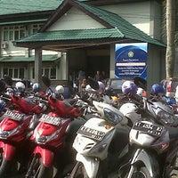 Photo taken at Fakultas Ilmu Sosial dan Ilmu Politik Universitas Mulawarman by Ryan S. on 3/20/2013