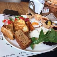 Photo prise au Dilek Cafe & Restaurant par A. Y. le4/23/2018