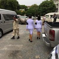 Photo taken at วัดใหญ่อินทาราม พระอารามหลวง by wasin s. on 5/23/2017